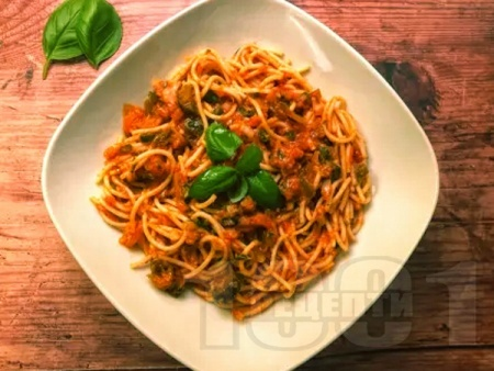 Спагети Арабиата с домати и люти чушки и лют пипер - снимка на рецептата